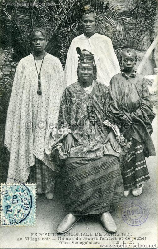 1906 Exposition Coloniale Paris - Village Noir - Groupe de jeunes femmes et de jeunes filles Sénégalaises