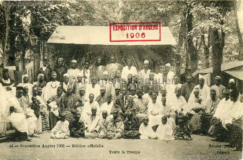 1906 Exposition d'Angers - 44. Toute la troupe