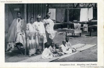 1910-senegalesen-dorf-ha%cc%88uptling-und-familie