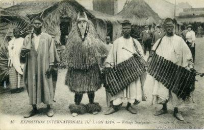 1914 Exposition Coloniale Lyon - Village Sénégalais 15. Sorcier et Musiciens