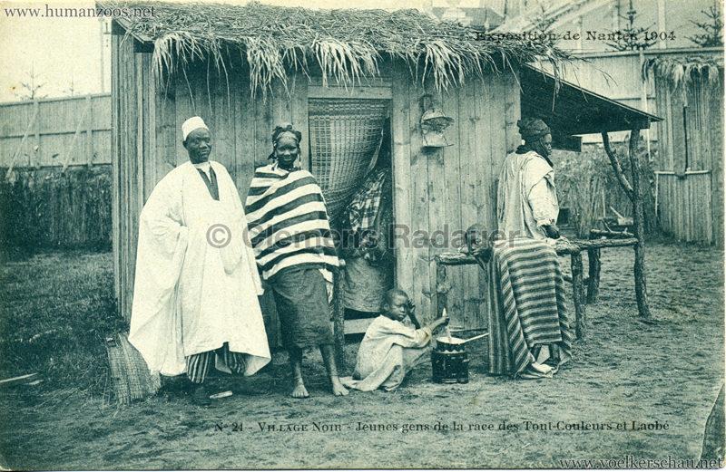 1904 Exposition de Nantes - Le Village Noir - 24. Jeunes gens de la race des Tout-Couleurs et Laobé