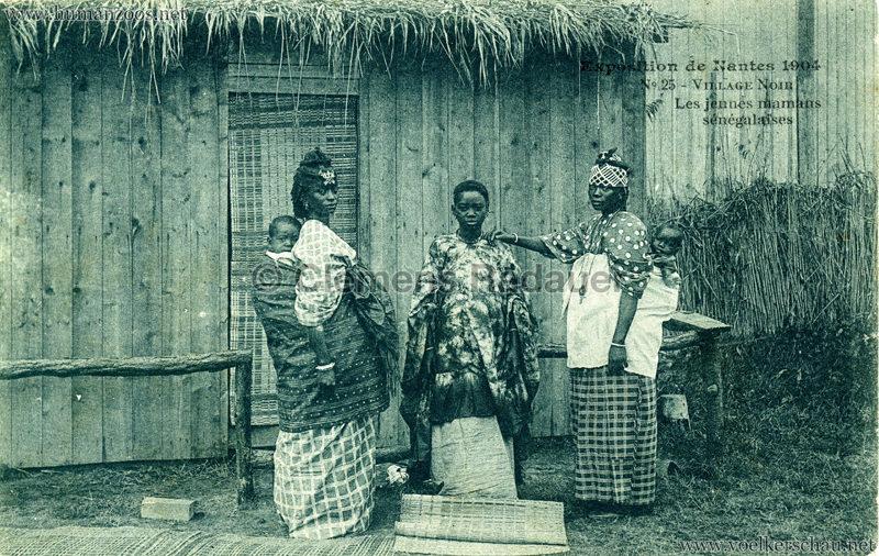 1904 Exposition de Nantes - Le Village Noir - 25. Les jeunes mamans sénégalais