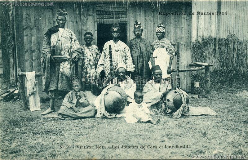 1904 Exposition de Nantes - Le Village Noir - 28. Les Joueurs de Cora et leur famille