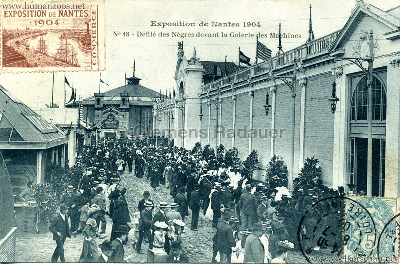 1904 Exposition de Nantes - Le Village Noir - 52. Défilé des Nègres. En tête, le danseur de sabre excécutant ses fantasies