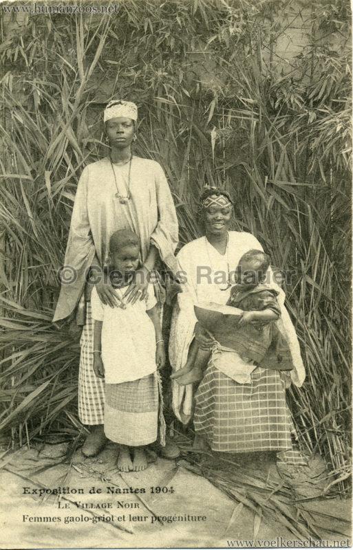 1904 Exposition de Nantes - Le Village Noir - Femmes gaolo-griot et leur progéniture