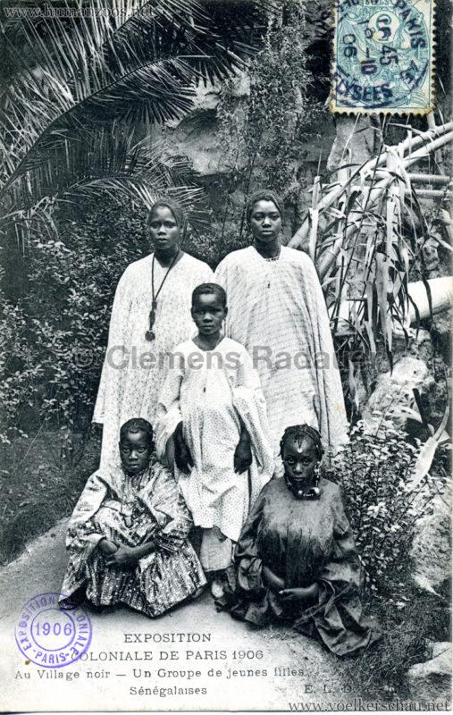 1906 Exposition Coloniale Paris - Village Noir - Un Groupe de jeunes filles Sénégalaises