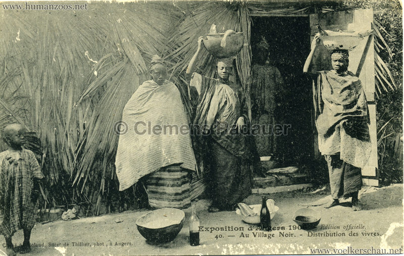 1906 Exposition d'Angers - 40. Au Village Noir - Distribution des vivres