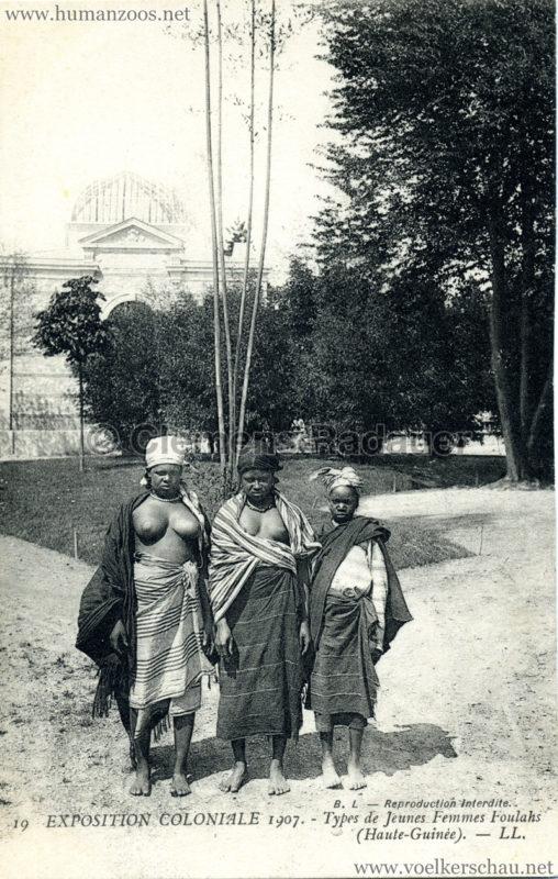 1907 Exposition Coloniale Paris, Bois de Vincennes - 19. Types de Jeunes Femmes Foulahs (Haute-Guinée)