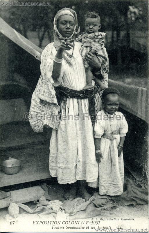 1907 Exposition Coloniale Paris, Bois de Vincennes - 67. Femme Soudanaise et ses Enfants