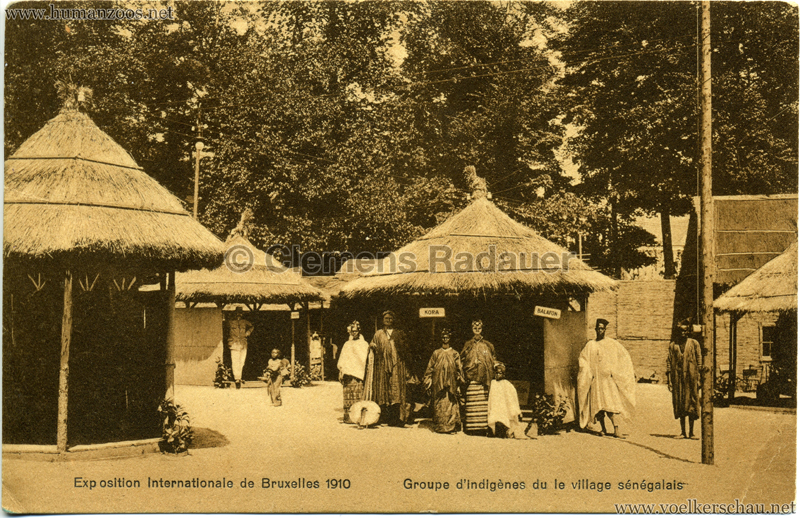 1910 Exposition Internationale de Bruxelles - Groupe d'Indigènes du le village sénégalais