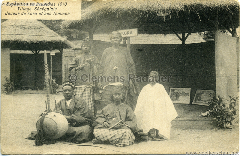 1910 Exposition de Bruxelles - Village Sénégalais Joueur de Kora et ses femmes