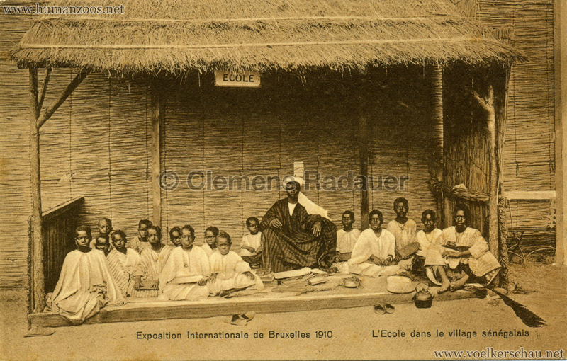 1910 Exposition de Bruxelles - Village Sénégalais - L'Ecole dans le village sénégalais