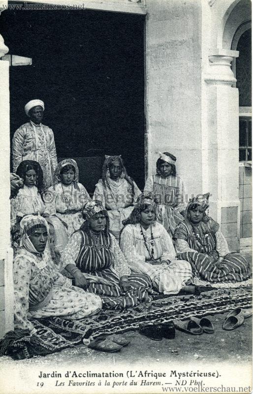 1910 L'Afrique Mystérieuse - Jardin d'Acclimatation - 19. Les Favorites à la porte du Harem