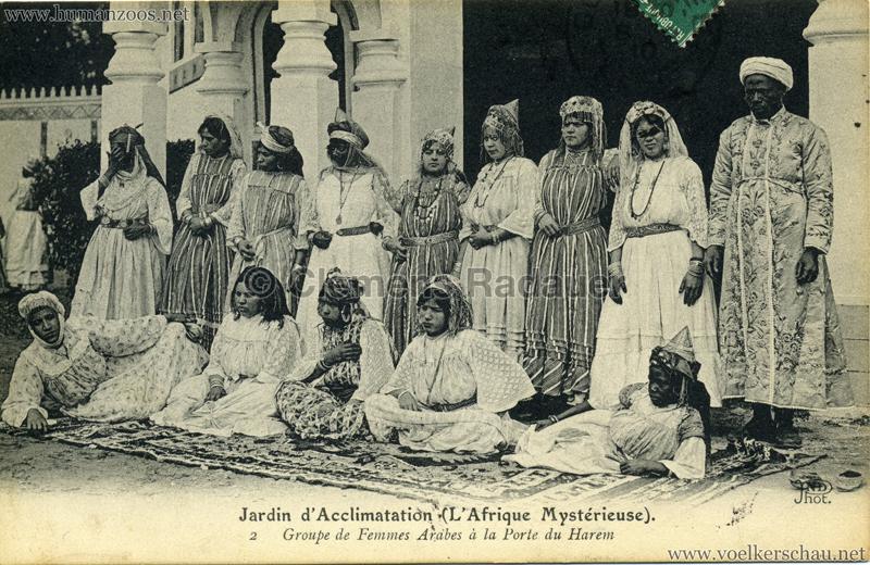 1910 L'Afrique Mystérieuse - Jardin d'Acclimatation - 2. Groupe de Femmes Arabes à la Porte du Harem