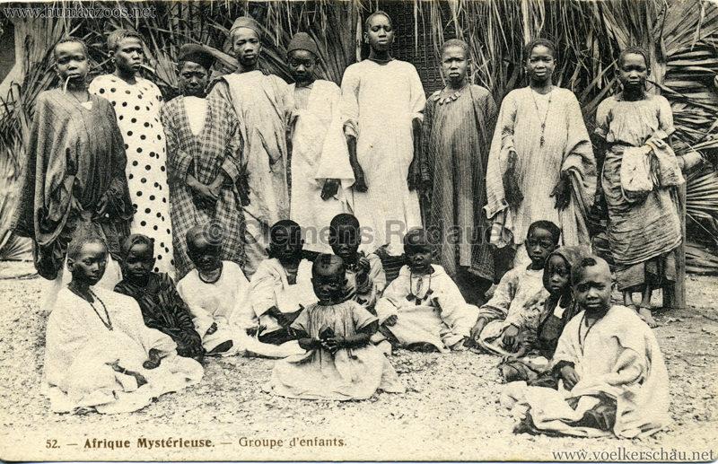 1910 L'Afrique Mystérieuse - Jardin d'Acclimatation - 52. Groupe d'Enfants et de jeunes Gens