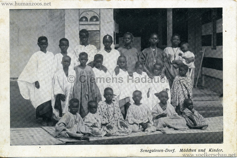 1910 (?) Senegalesen-Dorf. Mädchen und Kinder