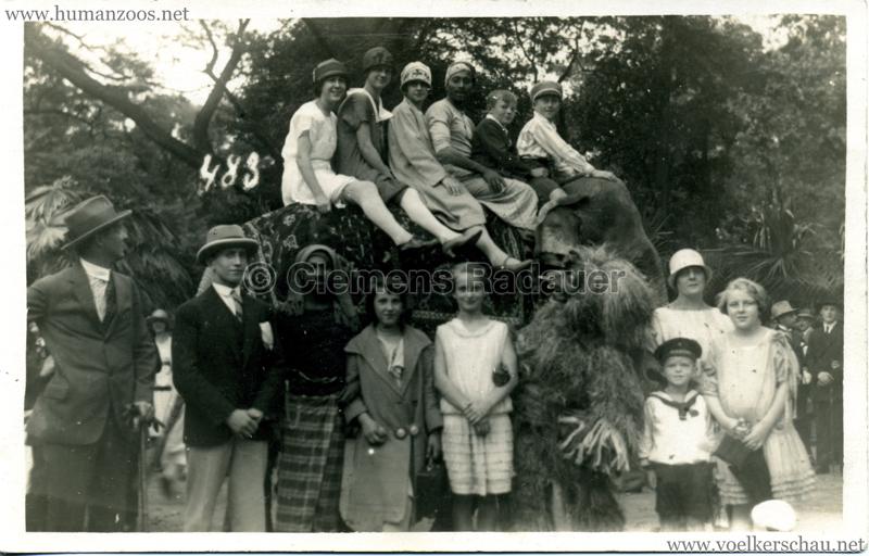 1926 John Hagenbeck's Indienschau - FOTO Gruppe mit Elefant 12.04.1926 VS
