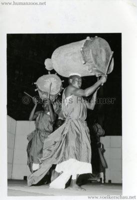 1958 Exposition Universelle Bruxelles Démonstration Indigènes 2