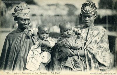 ND 769 A - Jeunes negresses et leur enfant