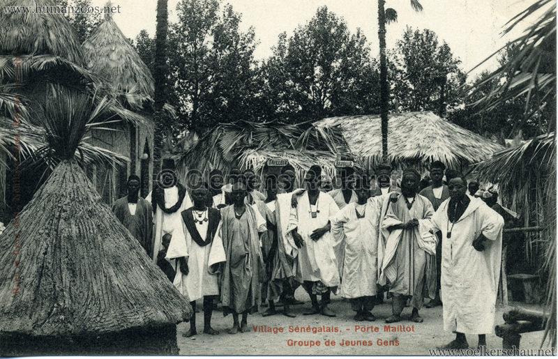 Porte Maillot - Village Sénégalais - Groupe de Jeunes Gens