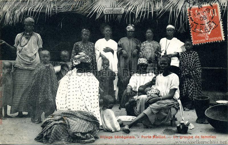 Porte Maillot - Village Sénégalais - Un groupe de femmes