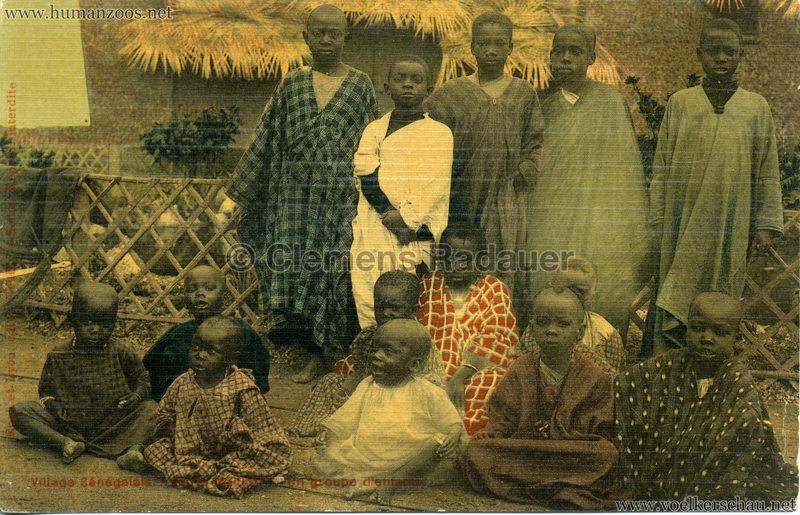 Porte Maillot - Village Sénégalais - Un groupe d'enfants