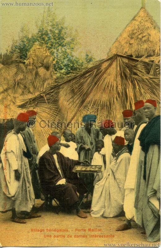 Porte Maillot - Village Sénégalais - Une partie de dames intéressante