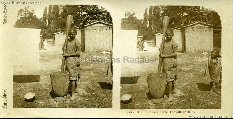 S 16 - 3327 Un village nègre. Homme travaillant une peau. (Paris?)