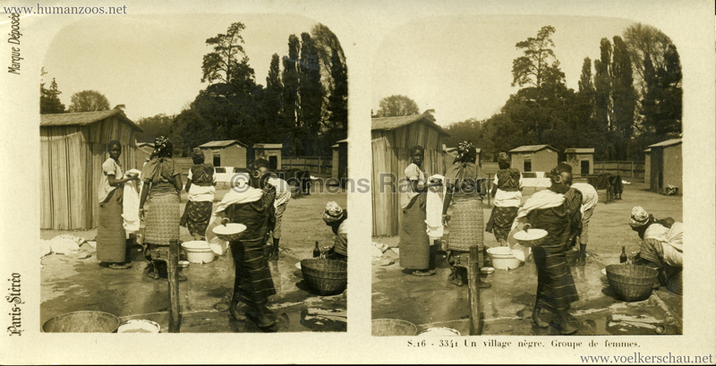 S 16 - 3341 Un village nègre. Groupe de femmes. (Paris?)