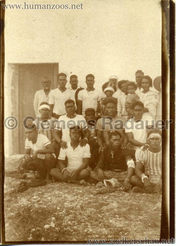 Un Groupe d'un (?) Mare partant pour l'exposition coloniale VS