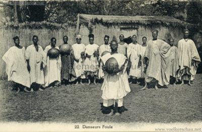 Village Africain (???) - 22. Danseurs Foula