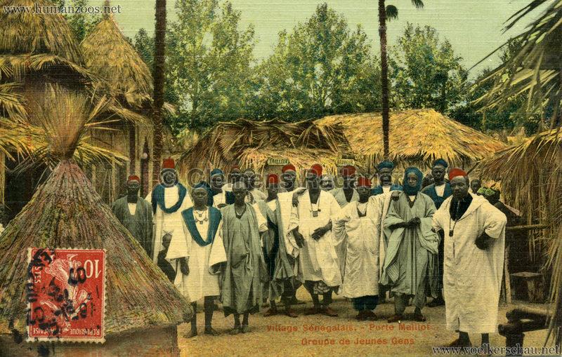Porte Maillot - Village Sénégalais - Groupe de Jeunes Gens farbe