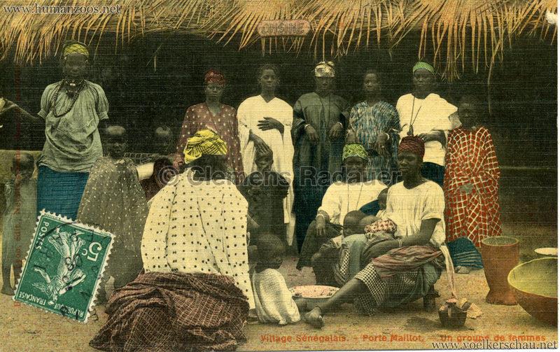 Porte Maillot - Village Sénégalais - Un groupe de femmes farbe