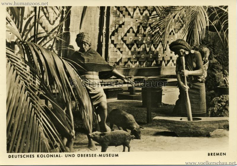 Battak vor ihrem Wohnhaus, Sumatra VS