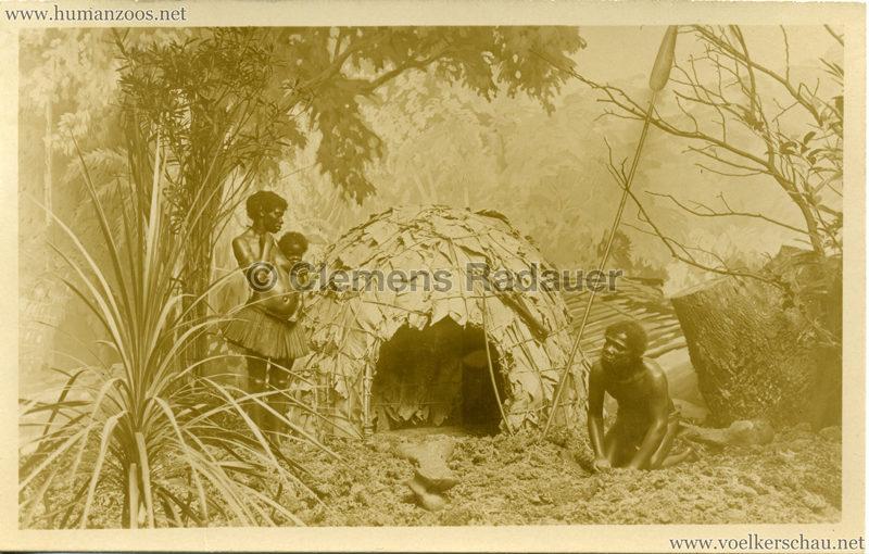 Museum für Länder- und Völkerkunde Lindenmuseum Stuttgart - Zentralafrikanische Pygmäen vor ihrer Hütte