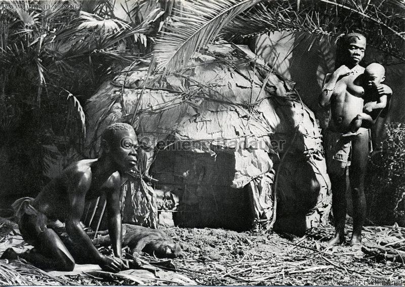 Übersee-Museum Bremen, Pygmäenfamilie vor ihrer Hütte, West-Äquatorial-Afrika