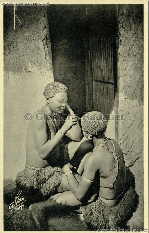 1934 Exposicao Colonial Portuguesa Porto - 3. Mulheres Bijagoz Penteando-se Guine