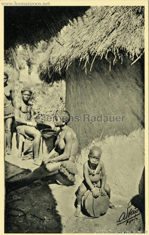 1934 Exposicao Colonial Portuguesa Porto - 5. Trecho da Aldeia Indigena de Bijagoz