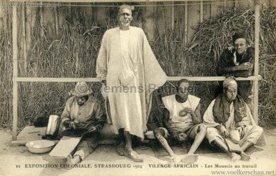 1924 Exposition Coloniale Strasbourg - Village Africain - 11. Les Moussis au travail
