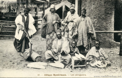 1910 L'Afrique Mystérieuse - Jardin d'Acclimatation - 47. Les Piroguiers (gel 1912) VS