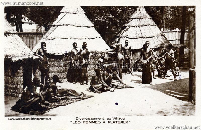 1931 Les Femmes a Plateaux - Divertissement au Village VS