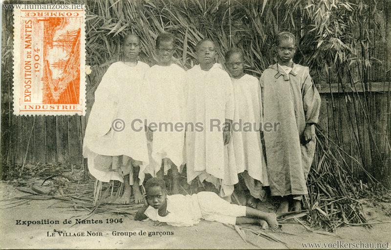1904 Exposition de Nantes - Le Village Noir - Groupe de garcons
