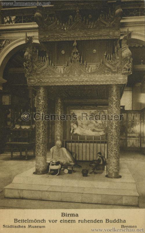 Bremen Städtisches Museum - Bettelmönch vor einem ruhenden Buddha