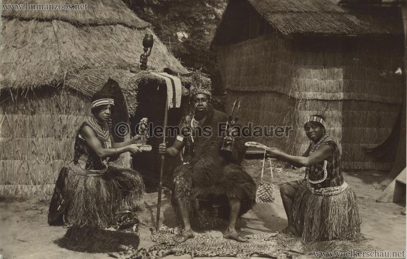 1930.06.29 Jardin d'Acclimatation - Chief NYAMBI VS